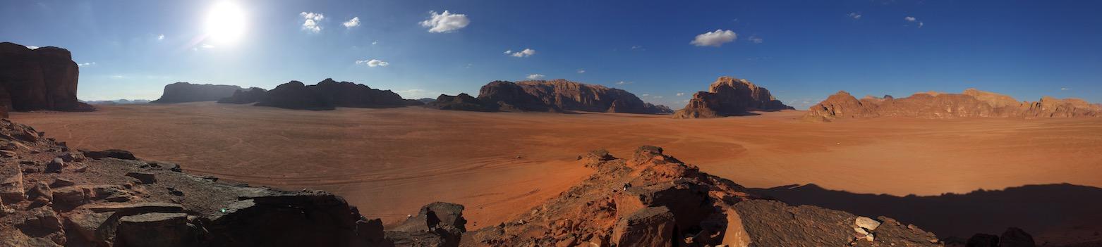 Panoramabild der Wüste in Jordanien