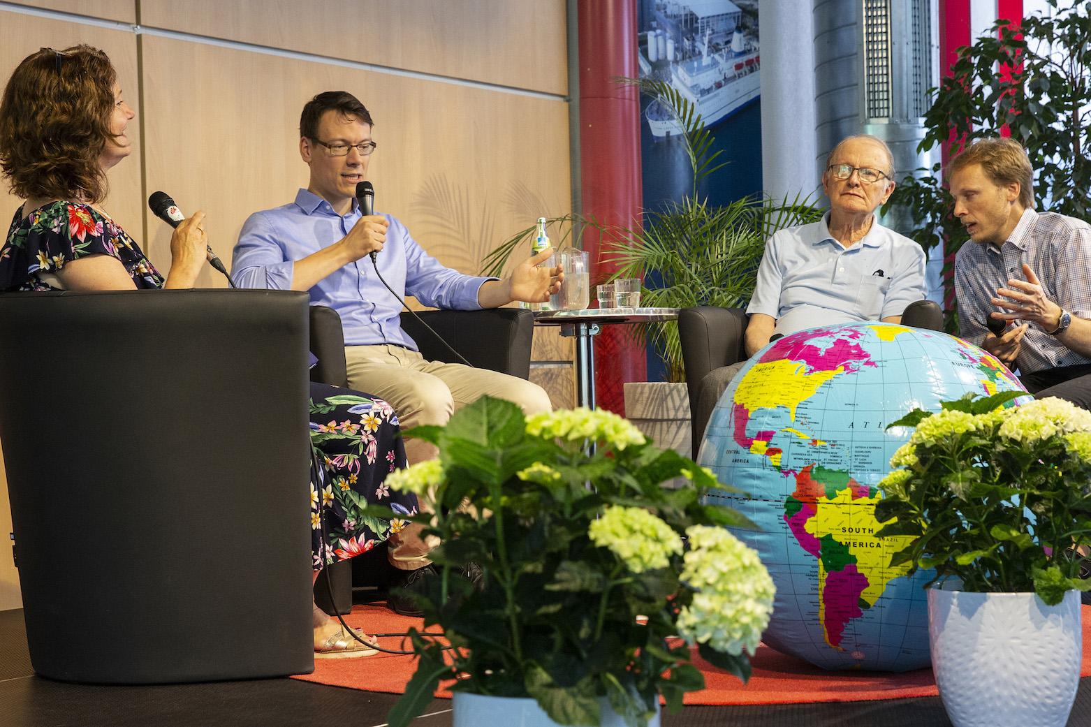 Heike Schultz im Gespräch mit George Verwer und Doron Lukat © Daniel Johansson, OM