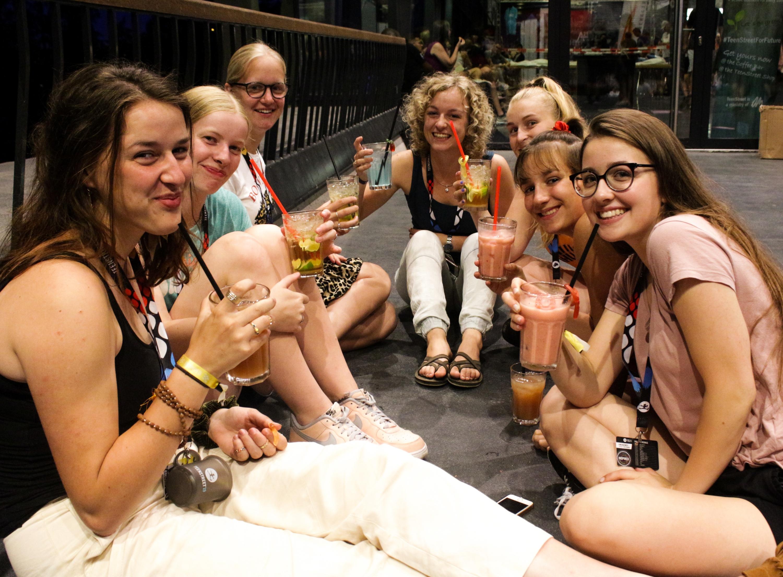 n den Kleingruppen von sechs bis acht Personen mit erwachsenem Gruppenleiter vertieften die Teens das Gehörte und tauschten sich aus © TeenStreet, OM