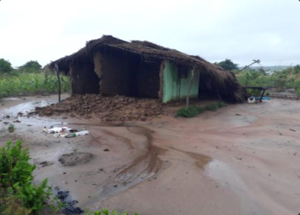 Zerstörtes und unbewohnbares Haus nach dem Zyklon Idai