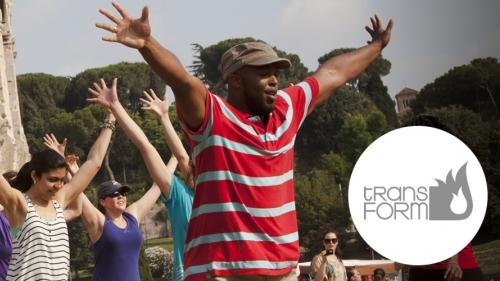 Tänzer während eines Transform-Einsatzes in Rom