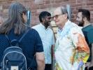 Auch George Verwer war nach dem Gottesdienst noch zu Gesprächen bereit