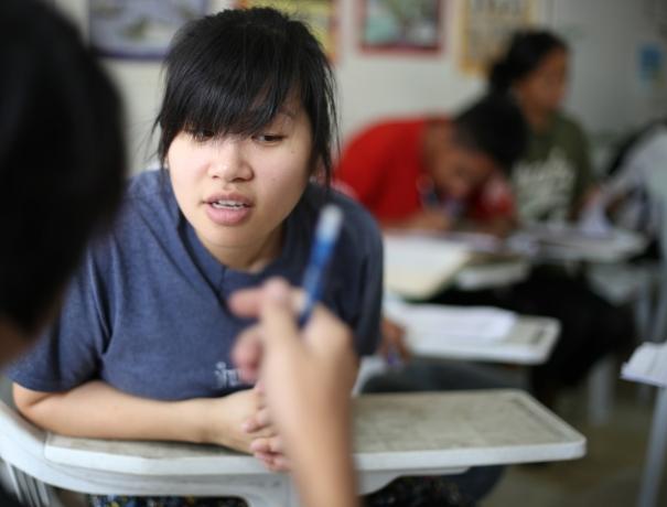 Schülerin im Lehrprogramm von OM Philippinen