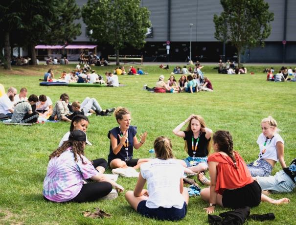 Jeder Teenager ist Teil einer Kleingruppe, in der sie sich mindestens dreimal täglich zum Austausch treffen  © TeenStreet