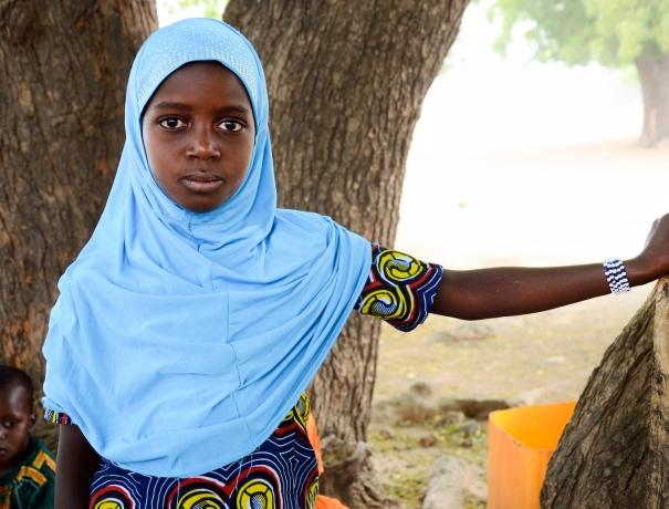 Ein Mädchen aus dem Stamm der Fulbe im Norden Ghanas