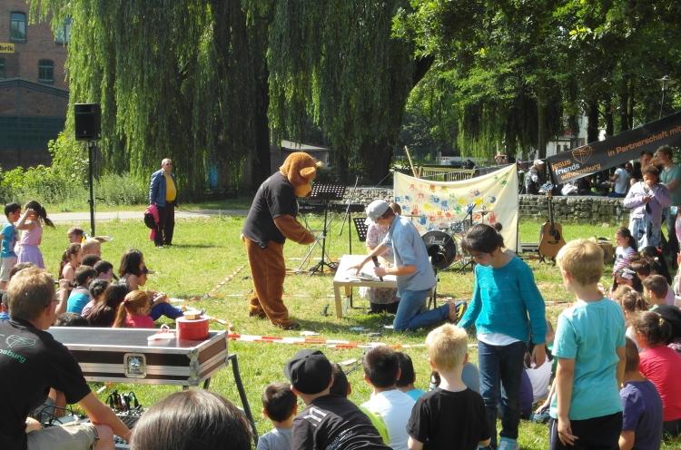 Kinderparty in einem Hamburger Park