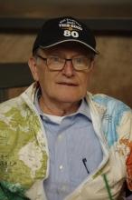 Auch mit 80 Jahren hat George Verwer noch Humor, wie die Aufschrift der Mütze (Not everyone looks this good at 80) zeigt