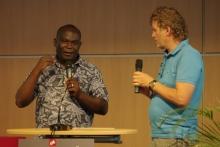 Melvin Chiombe (links, Gebietsleiter von OM Afrika,) beim OM-Freundestreffen in Mosbach © Foto: OM, Tobias Kübler