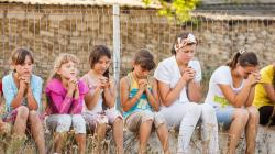 Moldovan children praying (Love Moldova 2015)